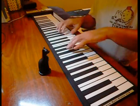 jouer du piano avec un pîano souple video demons